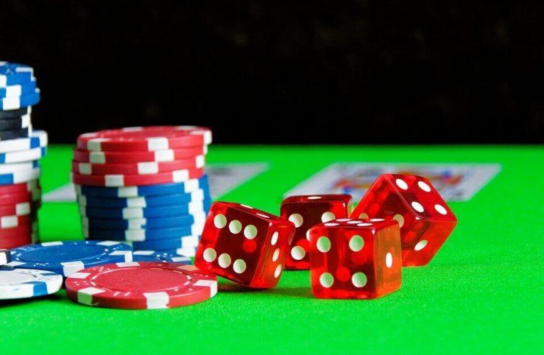 百家樂玩法:切牌或削牌